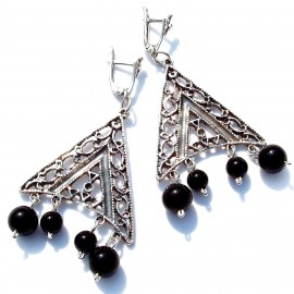 Earrings with Onyx balls A242