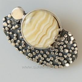 Brooch with calcite S466