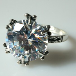 Ring with Zirconia Engagement Ž100